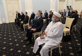 Бурков вручил Бонковскому знак отличия «За служение Омской области»