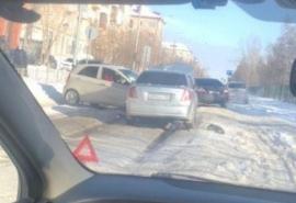 Омичи показали дорогу, где машины выкидывает друг на друга