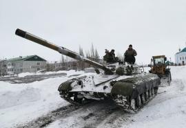 В райцентр на юге Омской области прибыла военная техника