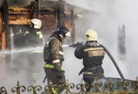 В пригороде Омска в ночном пожаре погиб сын ветерана труда