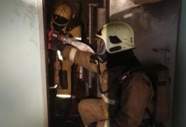 В Омске из внезапно вспыхнувшей девятиэтажки спасли 10 человек