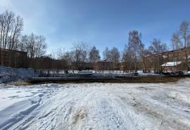 Оператор заявил, что сотовую вышку во дворе дома в Омске установили по просьбе местных жителей