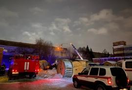 Появились фото и видео огромного пожара на Левом берегу Омска
