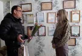 Дмитрий Сахань поздравил общественниц с Международным женским днем
