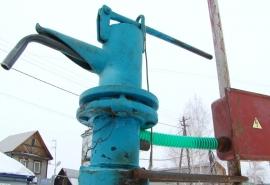 Омичи остались без воды: перемерзли водопроводные колонки с подогревом