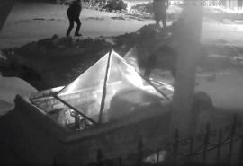 На юго-западе Омской области сугробы не помешали активности вандалов