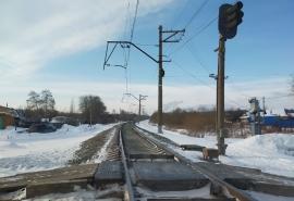 После жуткой смертельной аварии на железнодорожном переезде в Омске его собственник заплатит крупный штраф