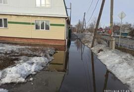Омичи показали плачевное состояние едва отремонтированной улицы